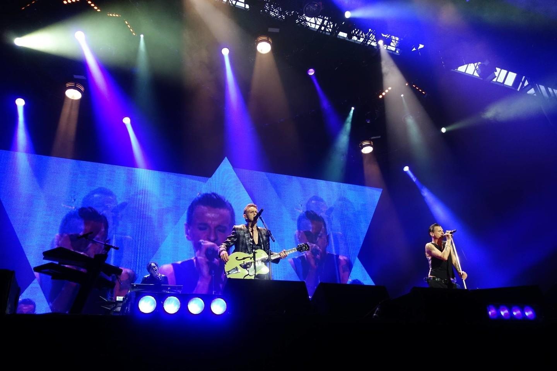"""Grupė pristatė naujo singlo """"Cover Me"""" vaizdo klipą."""
