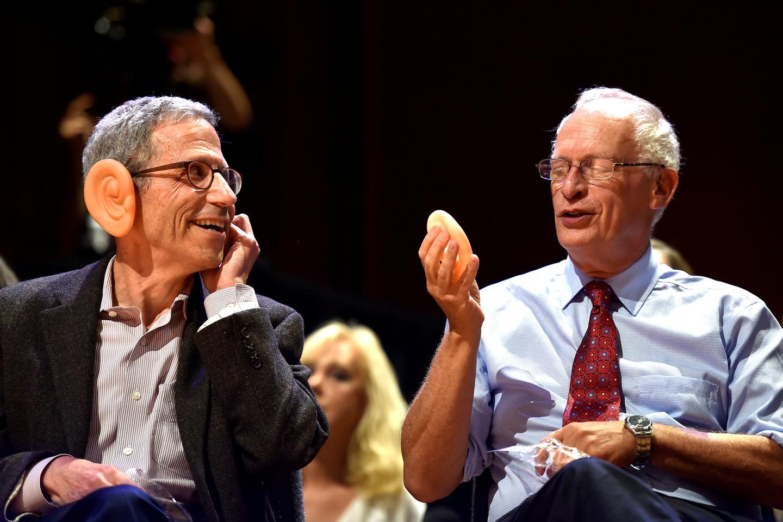 Šnobelis už anatomiją atiteko mokslininkams, tyrusiems, kodėl vyrų ausys senatvėje padidėja – pasirodo, jos išsiplečia dėl gravitacijos.<br>Scanpix/Reuters nuotr.