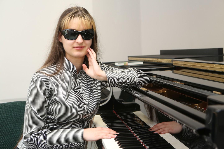Silvija lengviau atsikvėpė tik tada, kai pateko pas VDU Muzikos akademijos lektorių D.Kepežinską ir jis sutiko su ja dirbti.<br>M.Patašiaus nuotr.