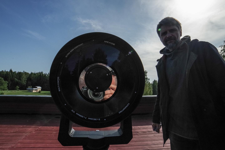 Ant Molėtų astronomijos observatorijos administracijos bokšto vykdoma ir mėgėjiška dangaus kūnų stebėjimo programa.<br>V. Ščiavinsko nuotr.