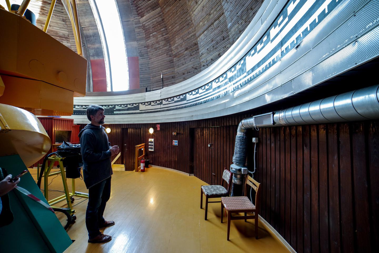 Anksčiau teleskopo padėtis buvo reguliuojama pagal specialius ženklus ant sienų. Dabar sistema valdoma kompiuteriu.<br>V. Ščiavinsko nuotr.