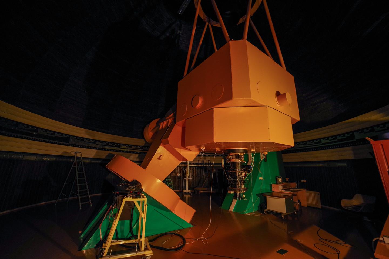 165 cm skersmens teleskopas pagamintas Sankt Peterburge 1988 metais. Jis kelis kartus buvo atnaujintas Vokietijoje.<br>V. Ščiavinsko nuotr.