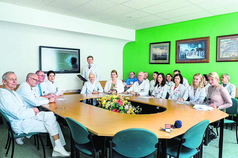 Onkologinėmis ligomis sergančių pacientų gydymo taktiką apsprendžia ligoninės specialistų multidalykinė komanda.<br>A.Kubaičio nuotr.