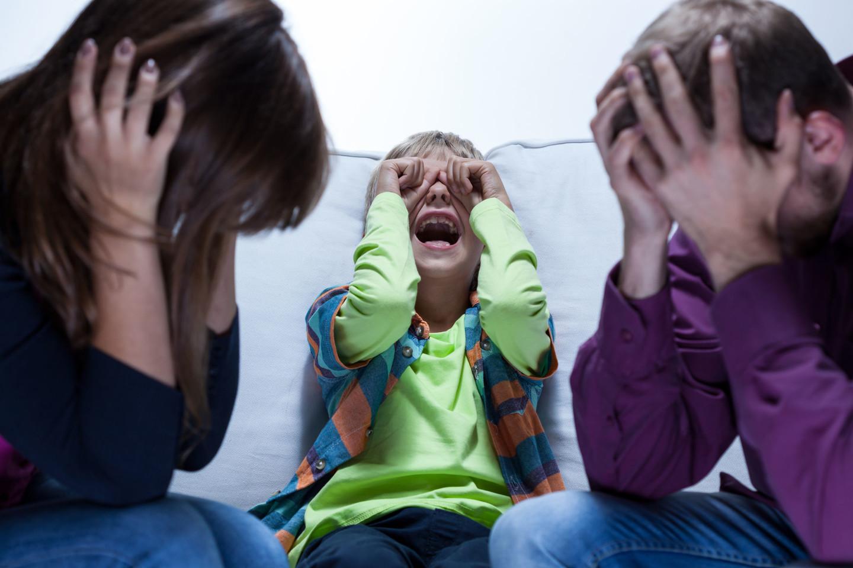 """Autorius įsitikinęs, kad emocinio raštingumo neturintys tėvai augina tokius pačius nelaimingus vaikus.<br>""""123rf"""" asociatyvioji nuotr."""