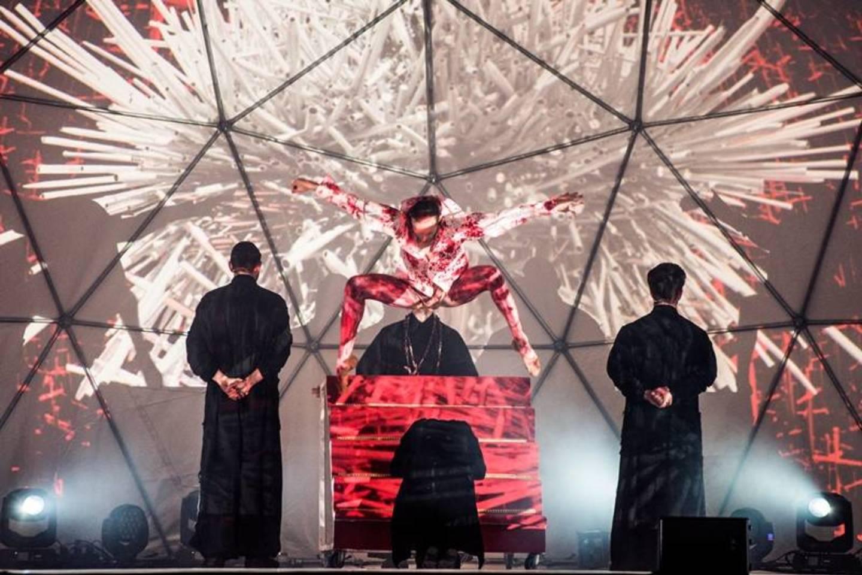 """Naujajame dramos """"Mindaugas"""" pastatyme susipins modernusis šokis, vizualios projekcijos ir šiuolaikinė muzika."""
