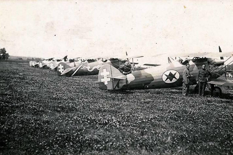 Lietuvos karinių oro pajėgų lėktuvai Letov Šmolik 20L.<br>KU nuotr.