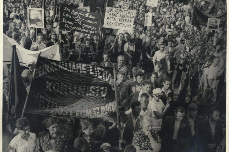 Komunistų mitingas, skirtas Sovietų Sąjungos agresijai prieš Lietuvą ir Liaudies vyriausybei paremti. Kaunas, P. Vileišio aikštė. 1940 m. birželio 24 d.<br>Lietuvos ypatingojo archyvo nuotr.