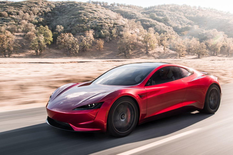 """Dėl potencialiai didelio svorio ir su baterijų aušinimu susijusių problemų """"Tesla Roadster"""" greičiausiai nebus dažnas svečias lenktynių trasose.<br>Gamintojo nuotr."""