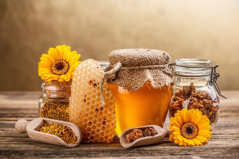Bičių produktai, gali būti naudingi atėjus pavasariui. Ypač – stiprinant po žiemos nusilpusį imunitetą.<br>123rf.com nuotr.