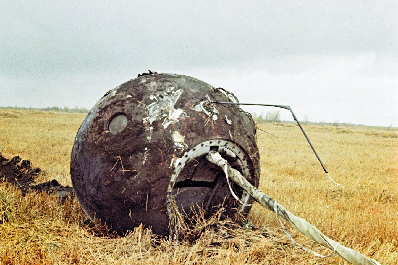 """J.Gagarino kapsulė laukuose.<br>""""Scanpix"""" nuotr."""