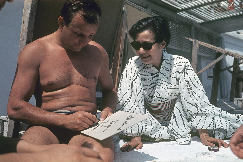 "J.Gagarinas dalija autografus.<br>""Scanpix"" nuotr."