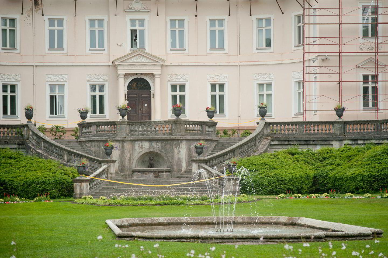 Restauruotas Gintaro muziejus veikia kaip daugiafunkcė kultūros ir meno erdvė, kurioje, be ekspozicijų ir parodų grafų Tiškevičių rūmuose ir jų terasose, rengiami muzikos, literatūros festivaliai bei kultūros paveldo vakarai, valstybės ir diplomatinio protokolo susitikimai.<br>D.Umbraso nuotr.