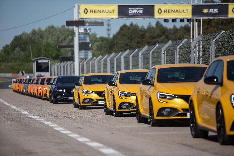 """""""Renault Megane R.S."""" pristatytmas Poznanės lenktynių trasoje.<br>Gamintojo nuotr."""