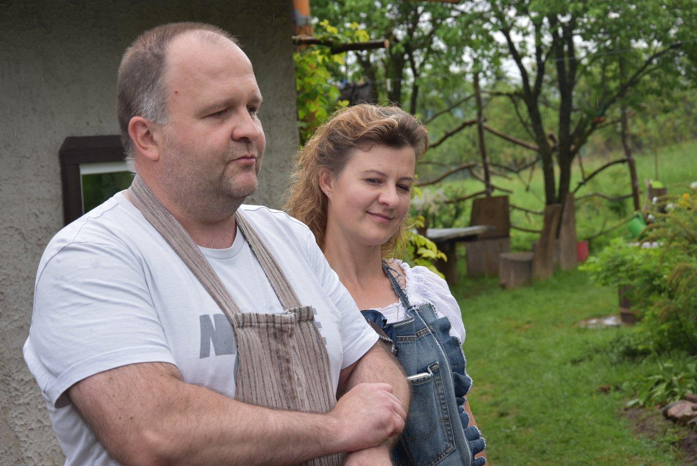 Mokytojos Vidos ir verslininko Simo Šatkauskų šeima ėmėsi teikti maitinimo paslaugas, bet turistams išsaugojo ir seną sodą.<br>A.Srėbalienės nuotr.