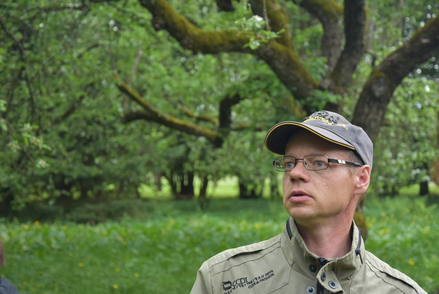 Anot S.Stašaičio, pastaruoju metu į parką pažiūrėti obels traukia ne tik turistai ar vaikų ekskursijos, bet ir sodininkai mėgėjai.<br>A.Srėbalienės nuotr.