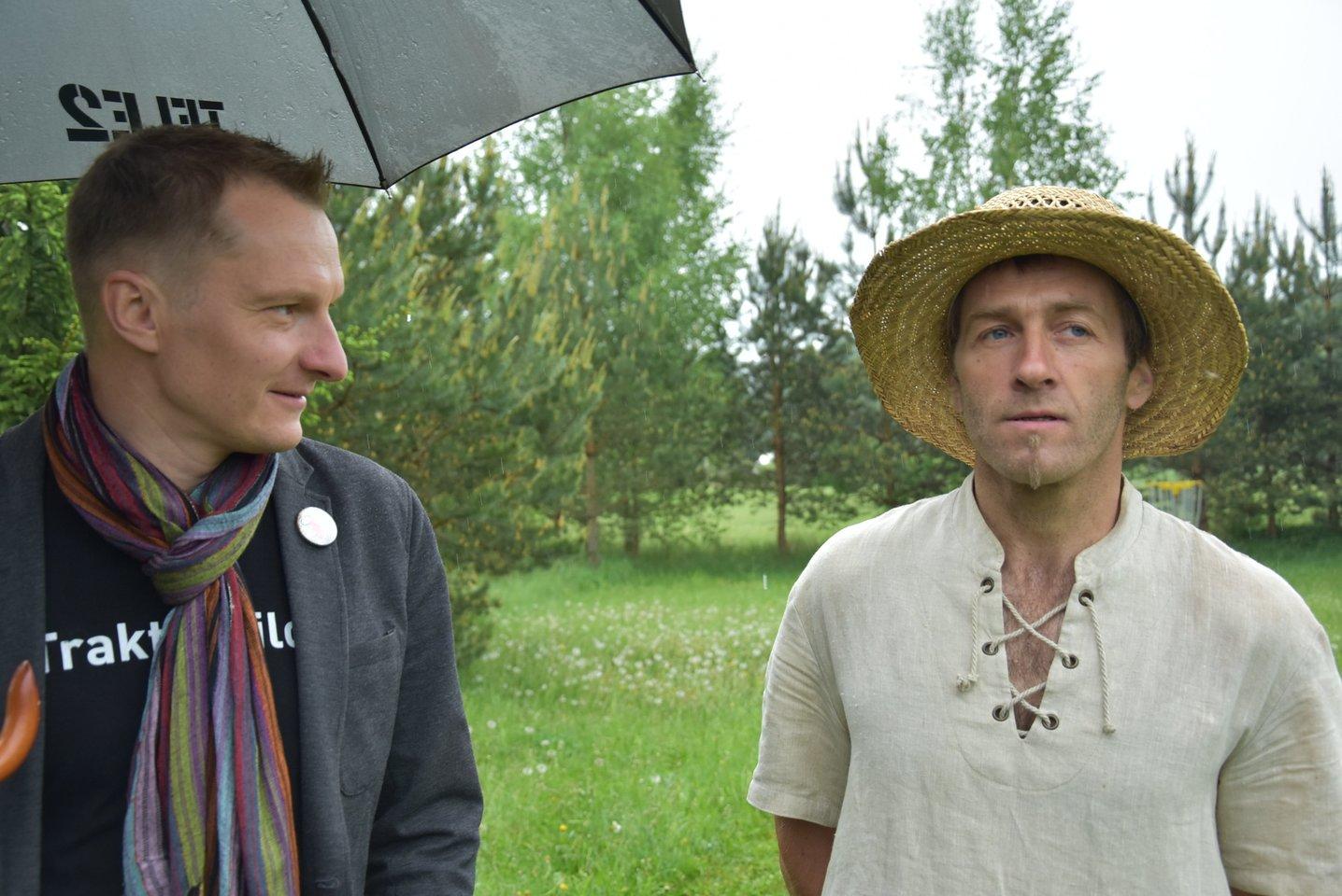 Pasak L.Žabaliūno (kairėje), senieji sodai tapo pridėtine verte kaimo turizmo sodybose – šalia visų tų paslaugų ar pramogų, kurias jos siūlo.<br>A.Srėbalienės nuotr.
