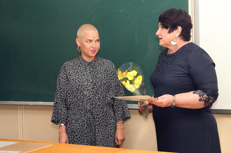 """J.Arlauskaitė-Jazzu apsilankė Vilniaus """"Minties"""" gimnazijoje, kurioje kadaise pati mokėsi.<br>LATGA nuotr."""