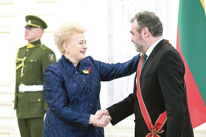 Apdovanojusi E.Kūrį netrukus D.Grybauskaitė iš Strasbūro teismo išgirdo, kad Lietuvoje buvo slaptas CŽV kalėjimas.<br>D.Umbraso nuotr.