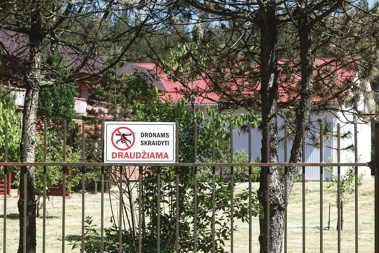 Šis Antaviliuose esantis pastatas, kuriame esą buvo slaptas CŽV kalėjimas, toliau priklauso Lietuvos saugumui.