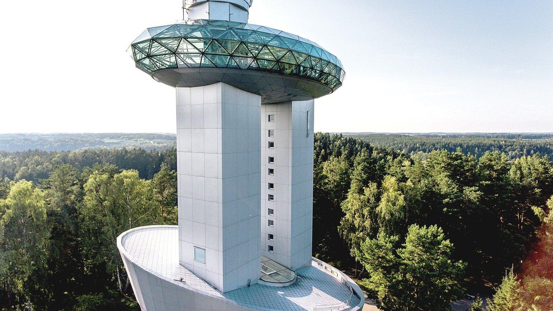 """""""Postcosmos"""" dalyviai žvelgs į dangų pro vieną galingiausių Europos teleskopų.<br>V.Ščiavinsko nuotr."""