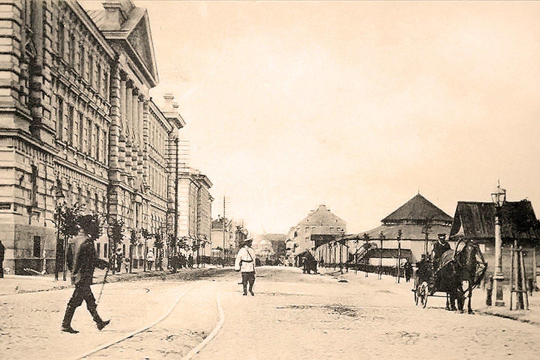 Georgijaus (Jurgio) prospektas. Kairėje matyti pastatas, vėliau tapęs KGB rūmais, o dešinėje – cirkas. Ir dar tramvajaus, tiksliau konkės, bėgiai.