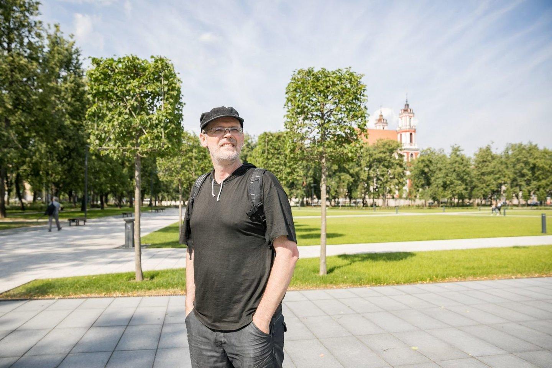 Rašytojas D.Pocevičius tyrinėja sostinės istoriją.<br>S.Žiūros nuotr.