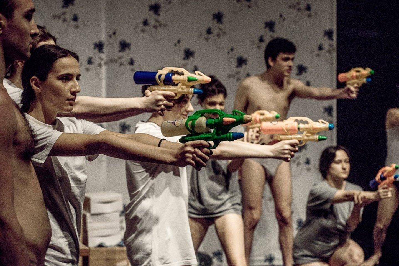 Jauni gruzinų aktoriai narplioja sudėtingas problemas.<br>A.Kubaičio nuotr.
