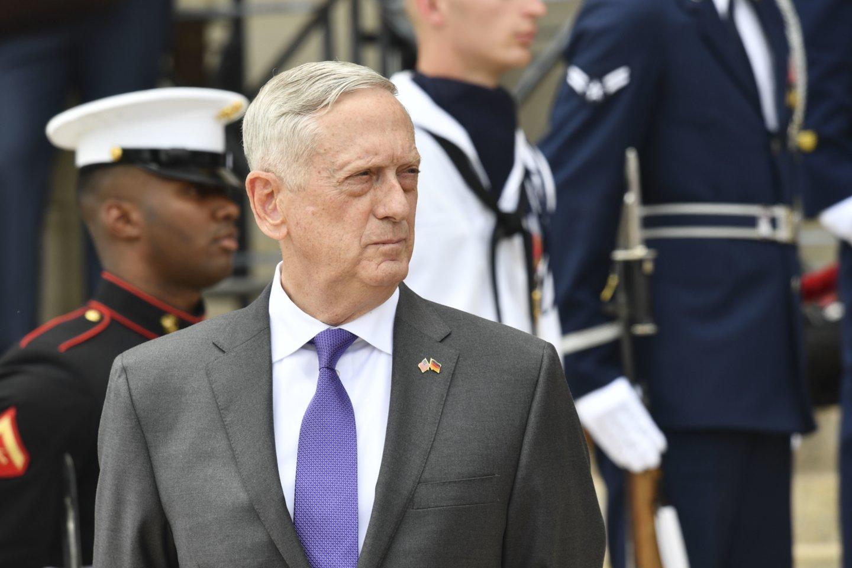 """""""Derybos dėl detalių dar nėra pradėtos. Aš ir nesitikiu, kad greitu metu taip nutiks"""", – teigė J.Mattisas.<br>AFP/Scanpix nuotr."""
