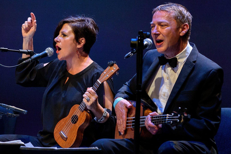 Tarptautinį teatro festivalį uostamiestyje užbaigė kultinės britų muzikantų grupės koncertas.<br>A.Kubaičio nuotr.