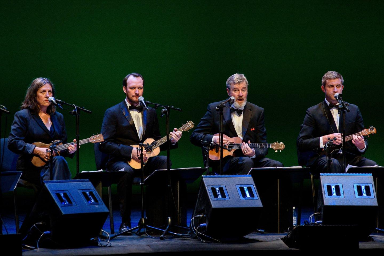 Britai grojo ir dainavo.<br>A.Kubaičio nuotr.