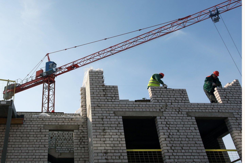 """Reklamos kampaniją užsakė laisvai samdomų statybininkų platforma-startuolis """"Valandinis"""". Ši platforma veikia lyg statybininkų uberis, ji suveda statybininkus su rangovais, kuriems tuo metu trūksta darbo jėgos.<br>M.Patašiaus nuotr."""
