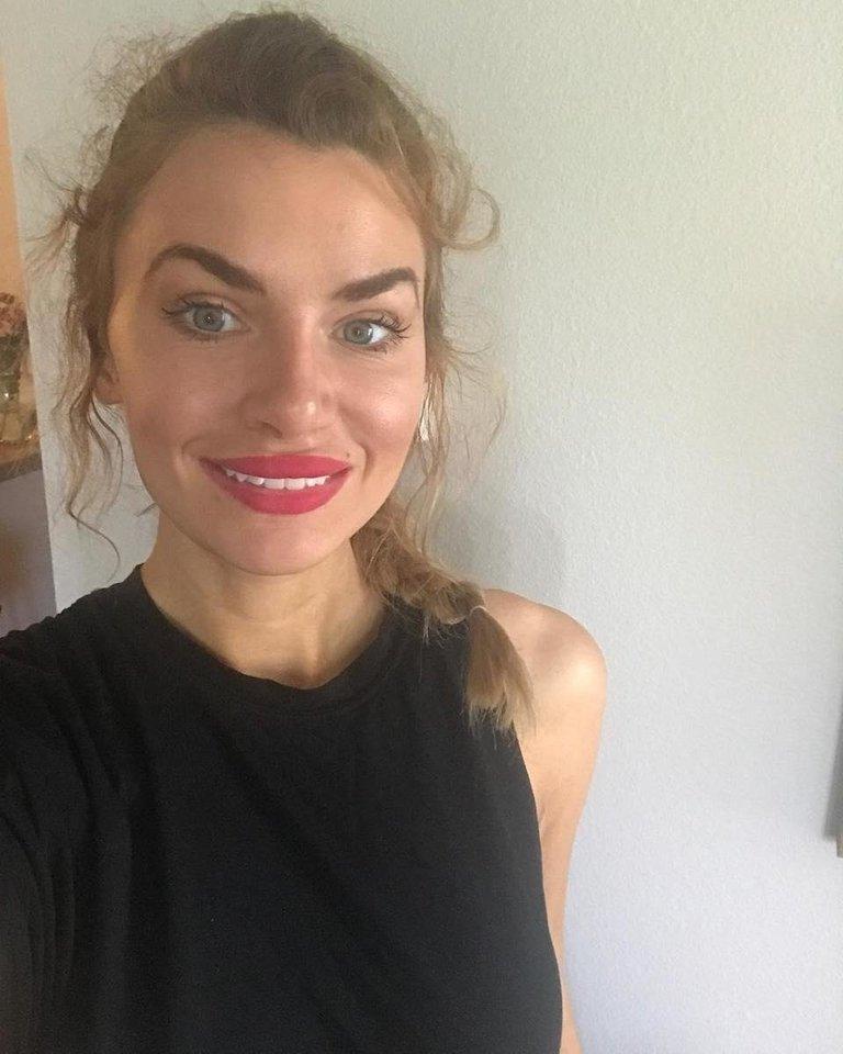 """Motinai mirus, Nikki metė modelio darbą ir tapo aktyviste prieš vaikų seksualinį išnaudojimą.<br>""""Instagram"""" nuotr."""