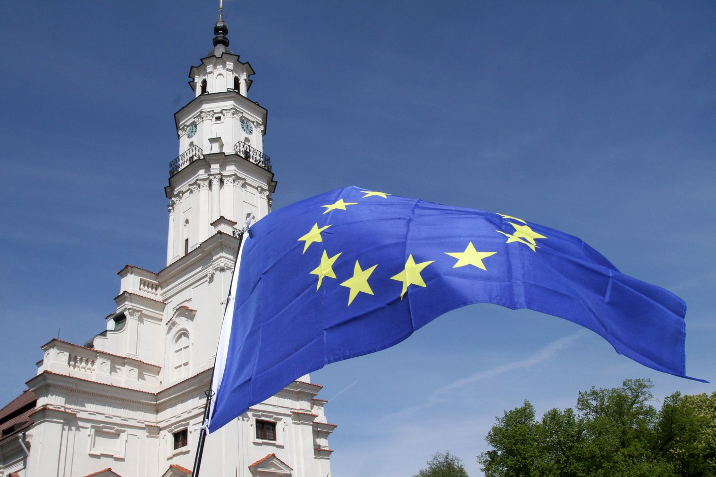 Europos Vadovų Tarybos vadovas Donaldas Tuskas taip pat patvirtino, kad ES laikysis anksčiau su Ukraina pasirašytų sutarčių.<br>M.Patašiaus nuotr.