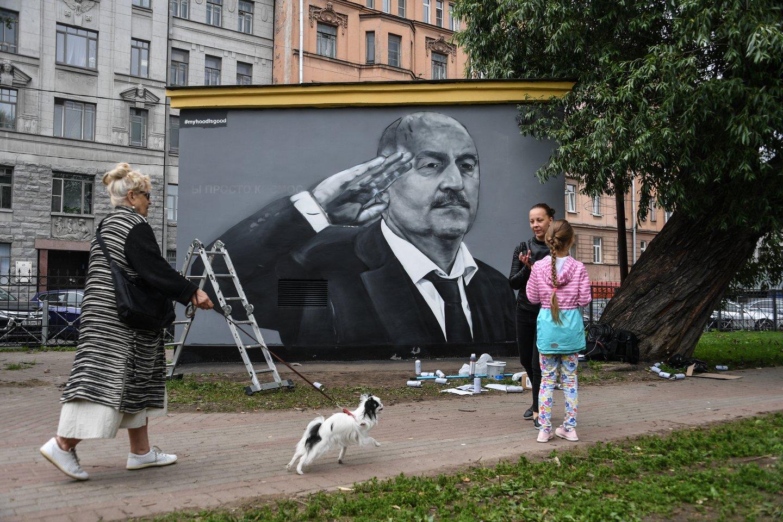 S.Čerčesovo atvaizdas buvo išbjaurotas.<br>AFP/Scanpix nuotr.