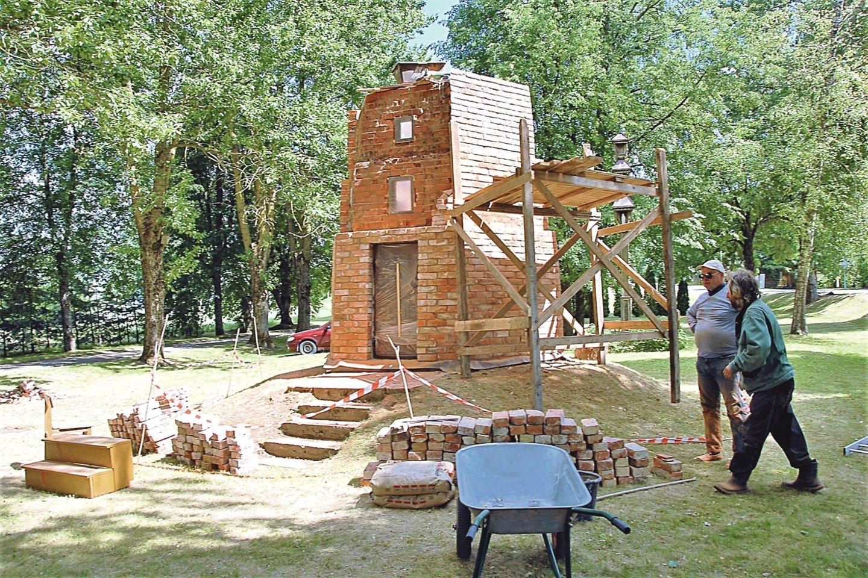 Gedimino pilies kopija Lyduokių centre pirmąkart buvo pastatyta 1928 m.<br>G.Nemunaičio nuotr.