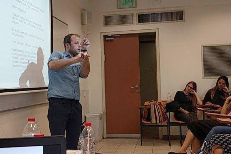 Tel Avive (Izraelis) architektas iš Lietuvos skaitė pranešimą apie apie universalų projektavimą.<br>Asmeninio archyvo nuotr.