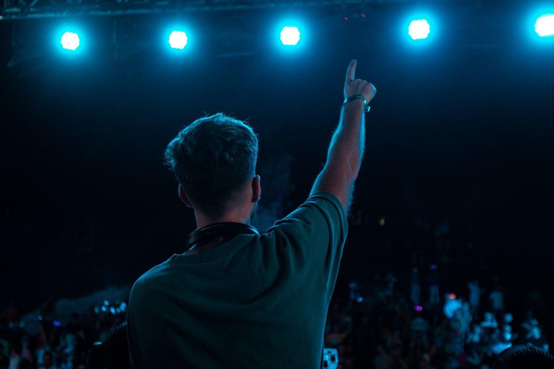Radistų festivalyje Obuolių saloje linksminosi tūkstančiai jaunuolių.