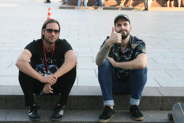 """Festivalio rengėjas Valdas Petreikis ir """"Freaks On Floor"""" vokalistas Justinas Jarutis.<br>R.Danisevičiaus nuotr."""