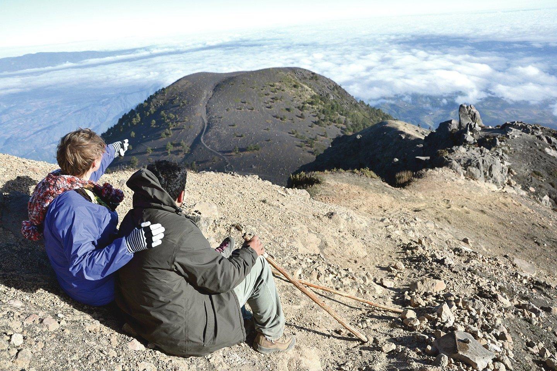 A.Sanchezas su žmona Lina užkopė į seniai užgesusį Akatenango ugnikalnį.<br>Asmeninio archyvo nuotr.