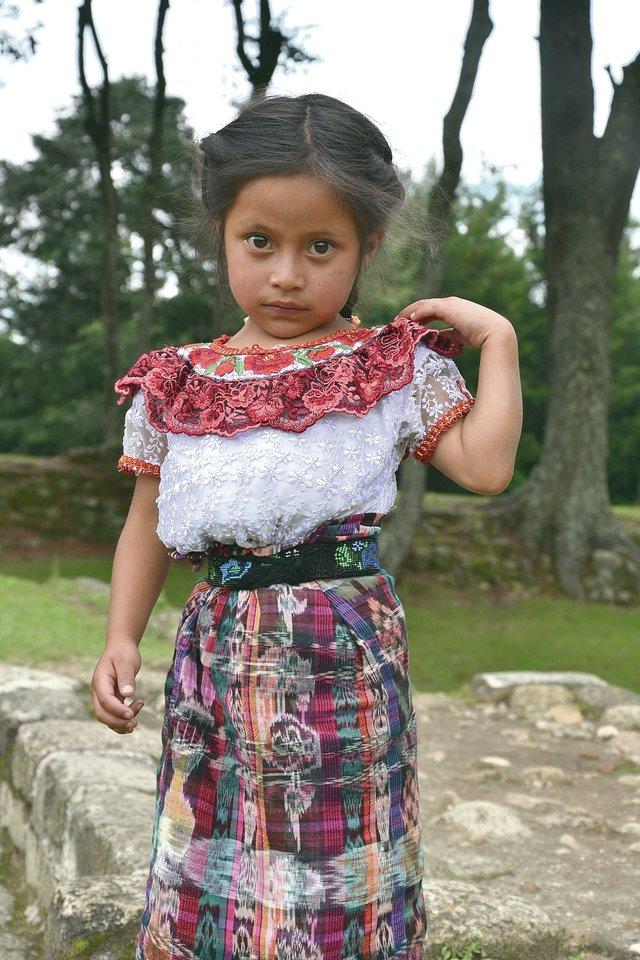 Tautinį kostiumą dėvinti mergaitė.<br>Asmeninio archyvo nuotr.