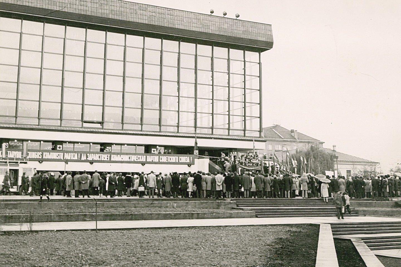1974 metų lapkričio 5 dieną buvo surengtas iškilmingas Operos ir baleto teatro rūmų atidarymas.<br>S.Paulausko nuotr.