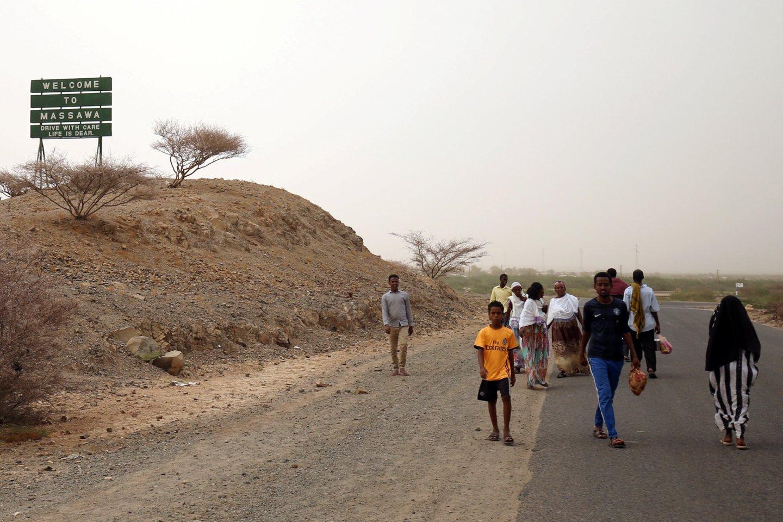 Somalio ir Eritrėjos prezidentai pirmadienį pasirašė susitarimą atkurti diplomatinius santykius po ilgiau kaip dešimtmetį trukusio priešiškumą, sparčiai gerėjant atmosferai tarp Rytų Afrikos valstybių.<br>Reuters/Scanpix nuotr.