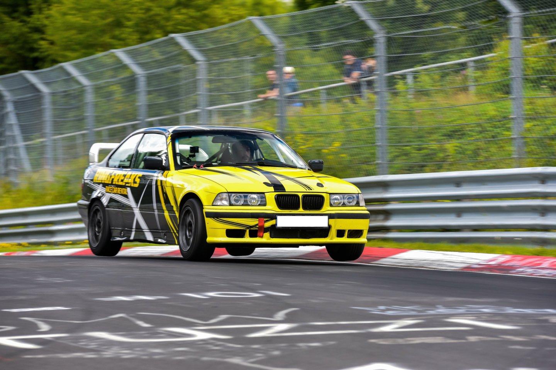 Povilas Klimanskas sako, kad dirbdamas instruktoriumi Niurburgringo trasoje įgijos neįkainojamos patirties.<br>Organizatorių nuotr.