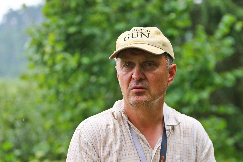 Gamtininkas P.Adeikis rašo mokslinį darbą apie didžiuosius apuokus.<br>G.Šiupario nuotr.