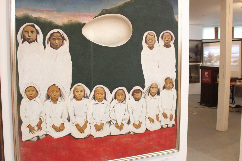 """Brangiausiai buvo įvertintas 1979 metais nutapytas Šarūno Saukos kūrinys """"12 mergelių ir kiaušinis"""", kurio pradinė kaina siekė net 19 tūkst. 750 eurų.<br>A.Ziabkaus nuotr."""