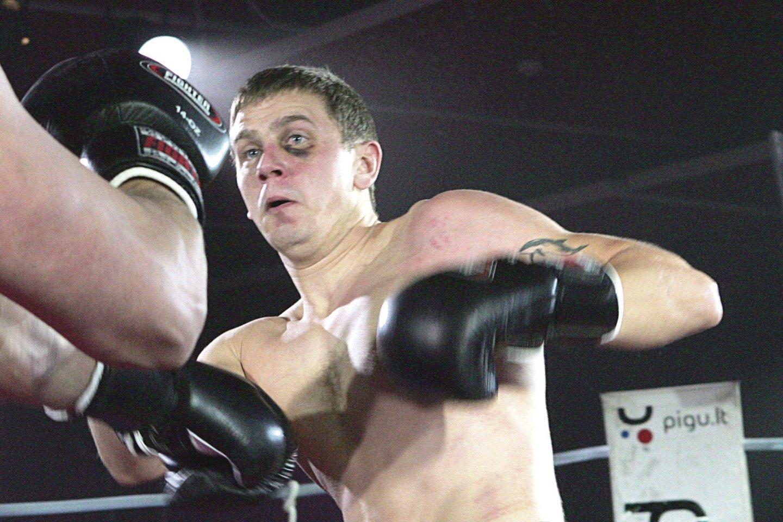 Muzikantas M.Remeikis savo jėgas prieš keletą metų yra išbandęs bokso ringe.