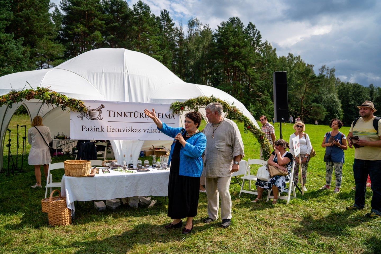 """Šventės """"Pažink lietuviškas vaistažoles"""" akimirkos.<br>Organizatorių nuotr."""