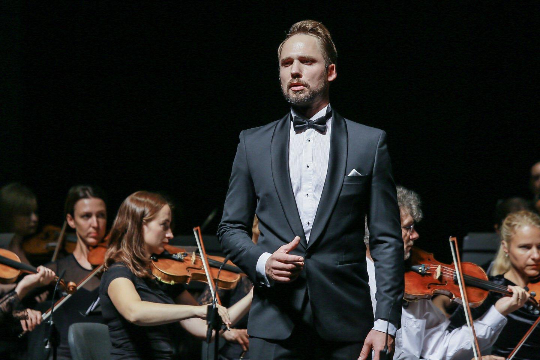 Gala koncerto sumanytojas J.Sakalauskas.<br>KVMT nuotr.