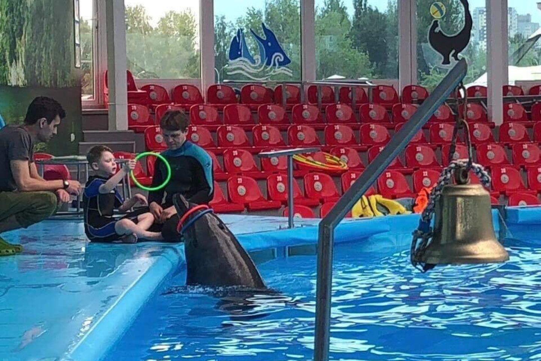 Ypač Jokūbui tiko ir patiko delfinų terapija.<br>Asmeninio archyvo nuotr.