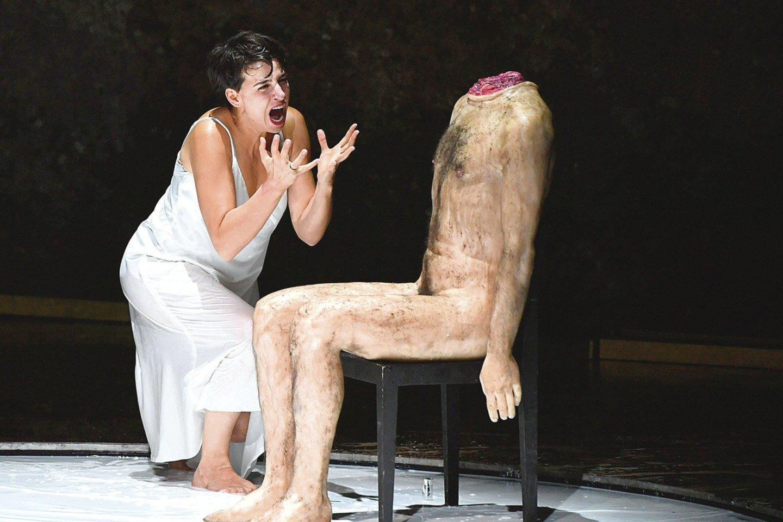 """A.Grigorian italo R.Castellucci režisuotoje R.Strausso operoje """"Salomėja"""" įkūnijo biblinę žydų princesę.<br>""""Scanpix"""" (AFP) nuotr."""